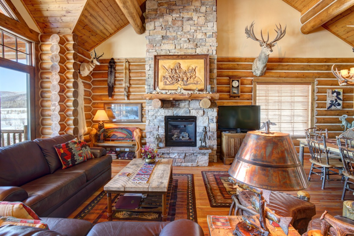 Gorgeous rustic log home living room.