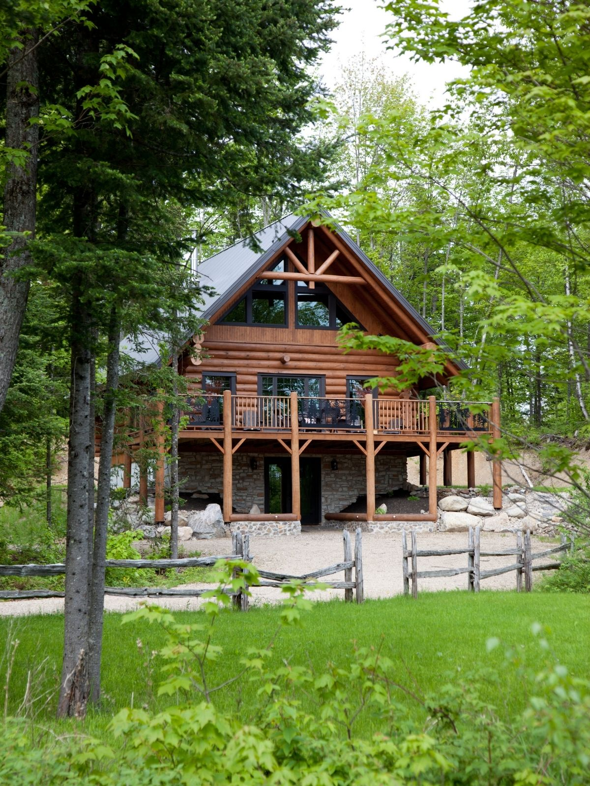 Beautiful family log home finished.