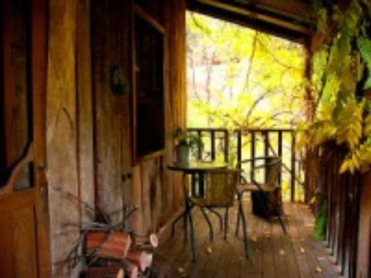 Log Cabinverandah_log_cabin