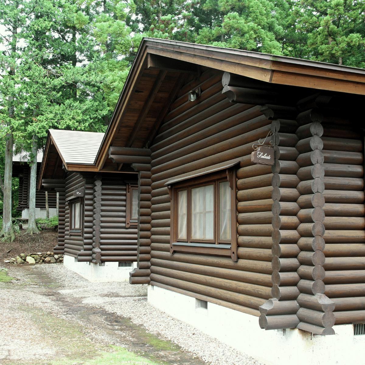 side image of similar looking log homes