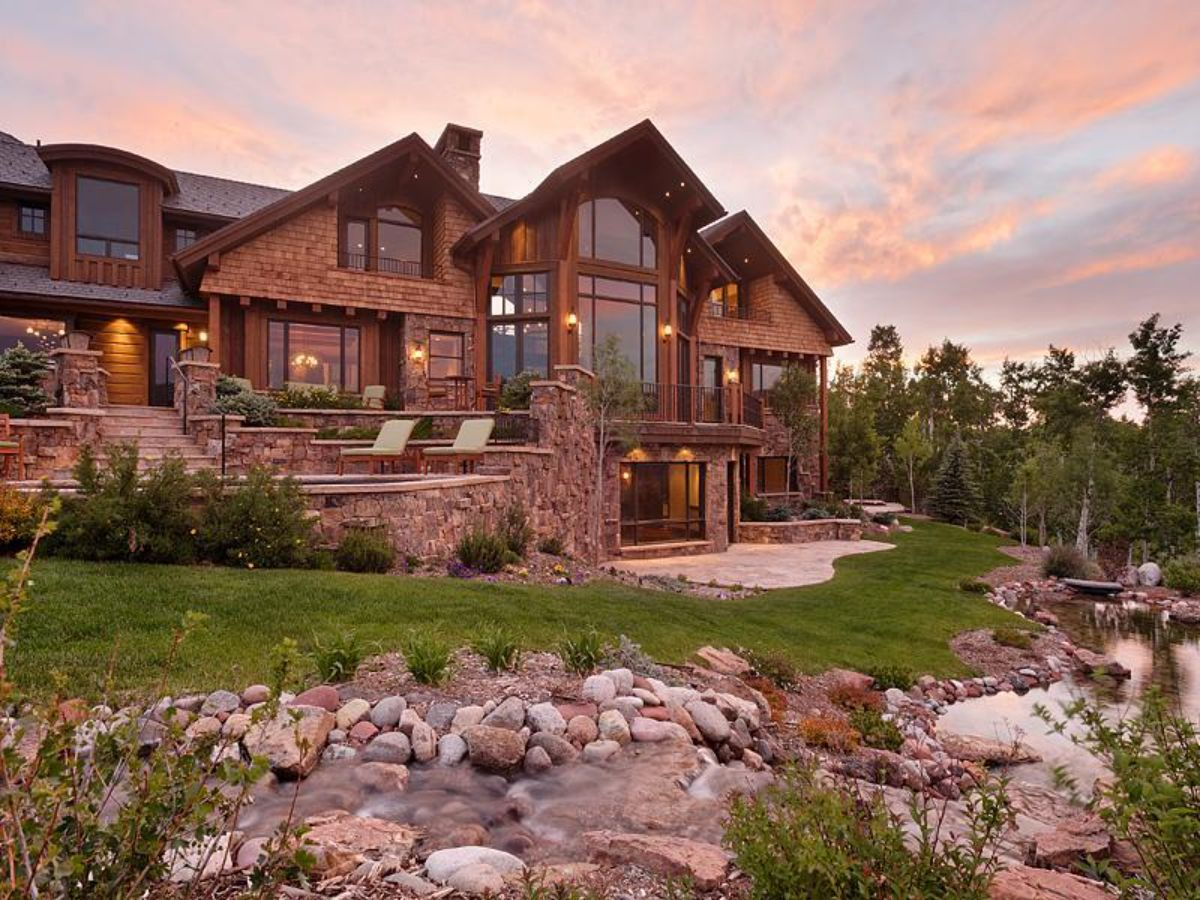 Log home with beautiful scenery