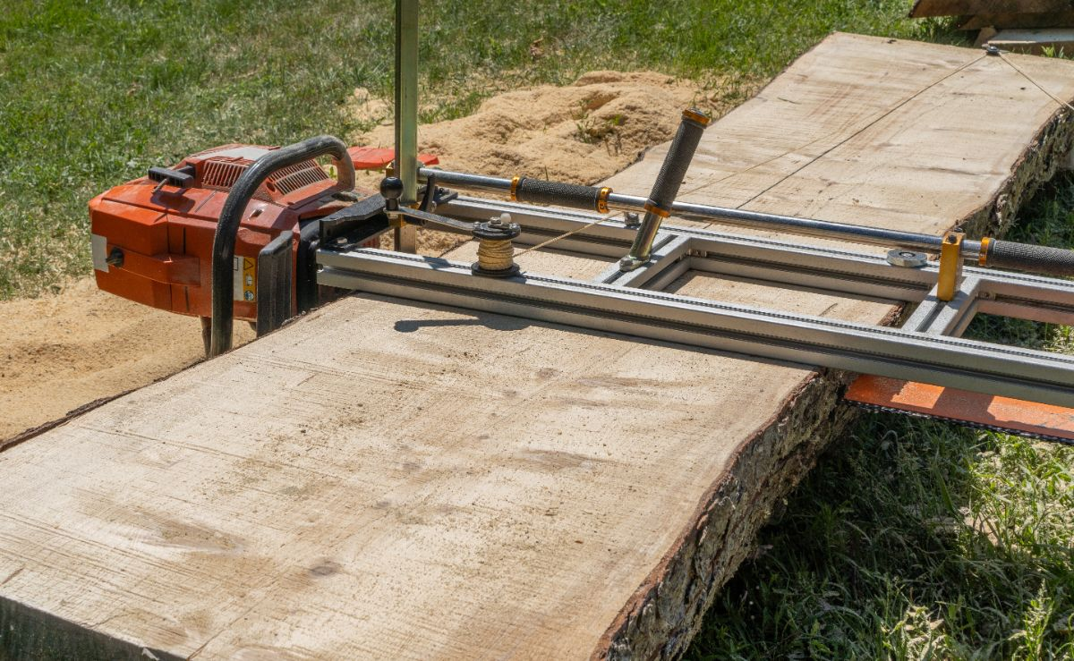 closeup of Chain Saw Mill