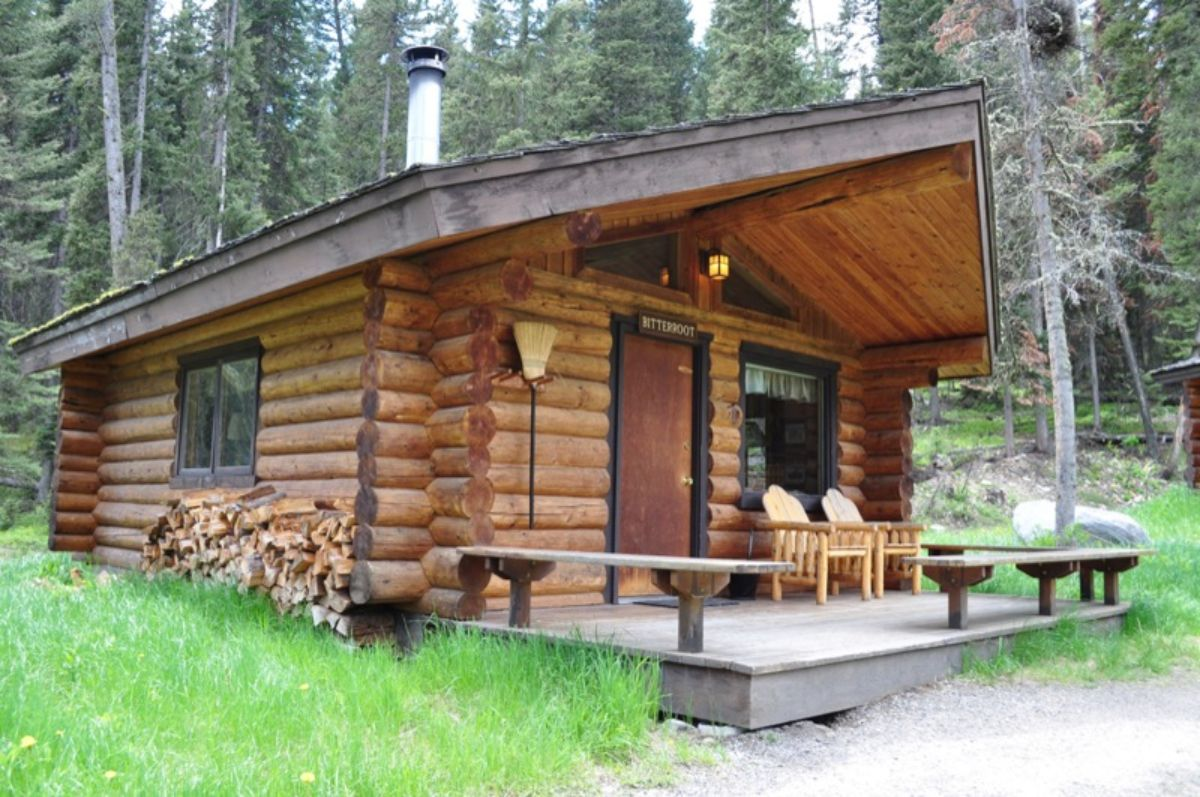 Log cabin with external sitting area
